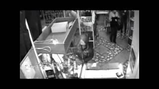 Грабитель разбил витрину и взял украшения на 300 тыс.